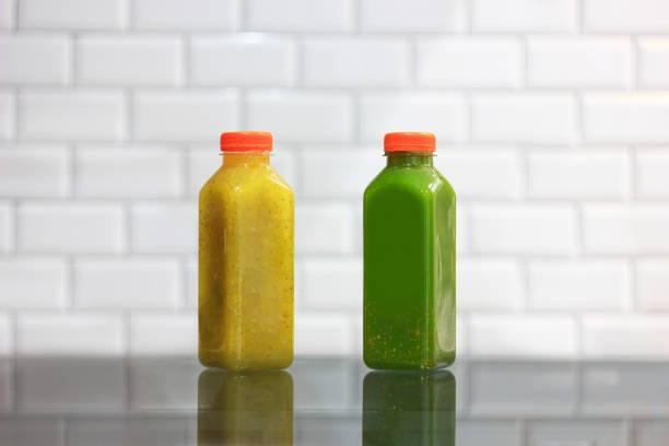 clerbois vert et jaune graines froides jus pressés - cold pressed photos et images de collection