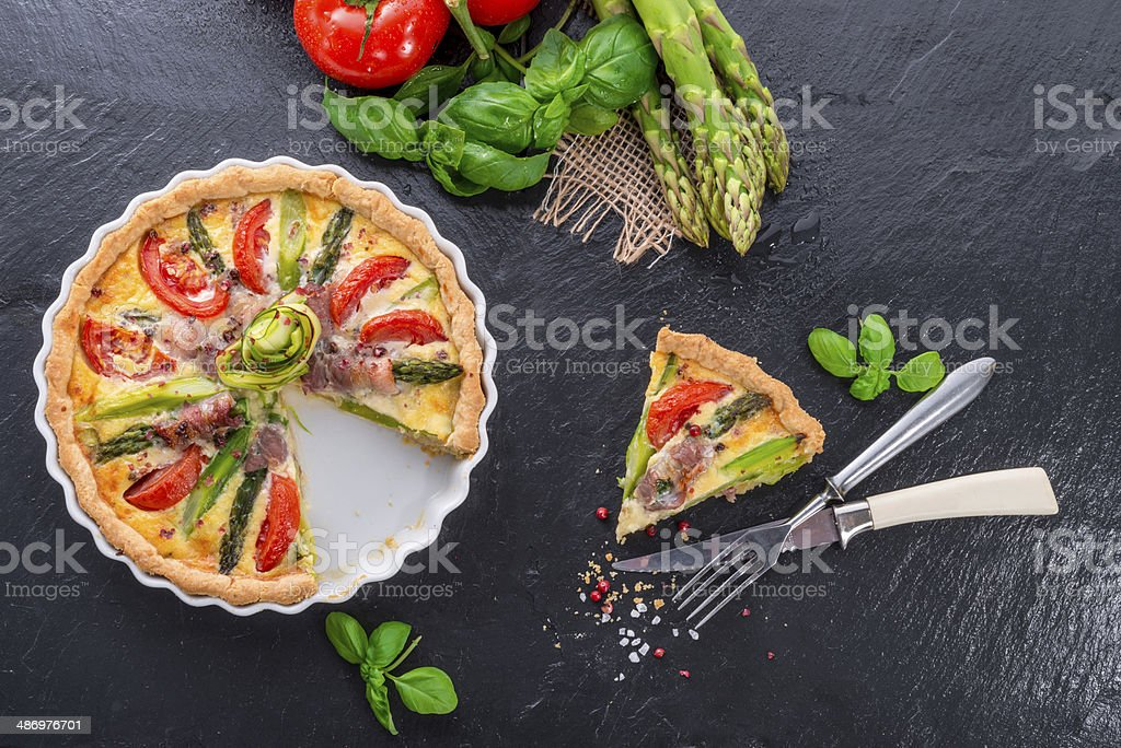 green asparagi Tart with eggs and tomato - Royalty-free Asparagus Stock Photo