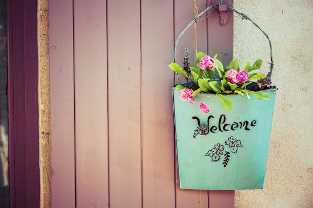 green basket with welcome and flower - welcome foto e immagini stock