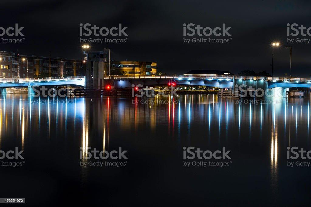 グリーンベイのダウンタウンの都会の街並みの照射の夜景 15年のストックフォトや画像を多数ご用意 Istock