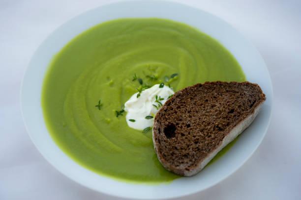 Grön bönsoppa bildbanksfoto