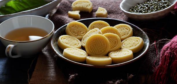 grüne bohnen-kuchen - tarte und törtchen stock-fotos und bilder