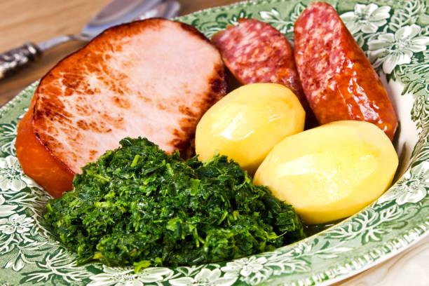 carne e couve repolho verde - repolho verde - fotografias e filmes do acervo