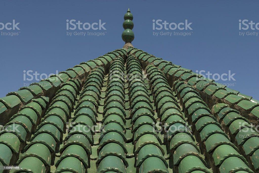 Verde ceramica piastrelle tetto e blu cielo di fes marocco