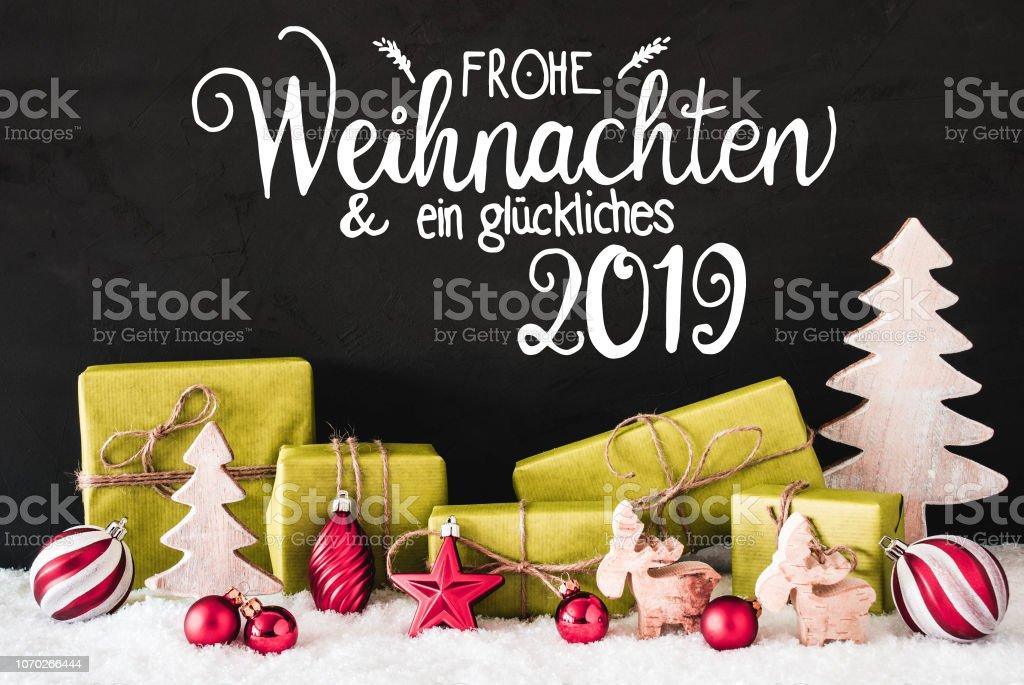 Grüne Weihnachts-Dekoration, Kalligraphie Glueckliches 2019 bedeutet glücklich 2019 – Foto