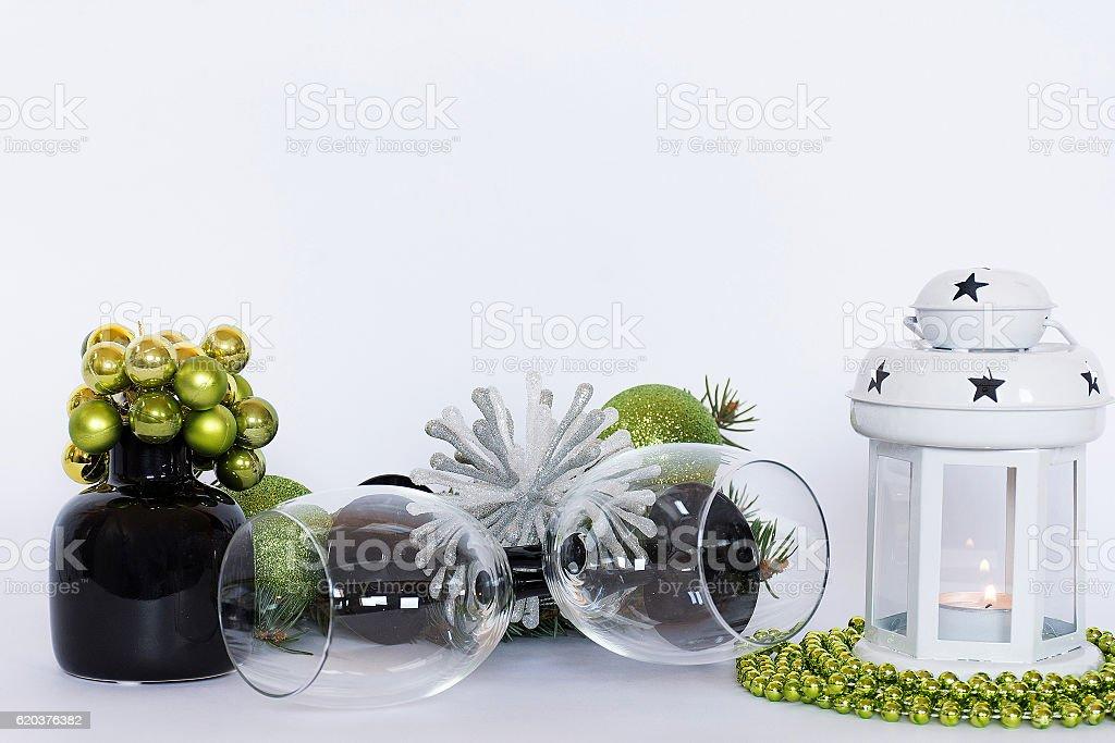 Green christmas table decoration with wineglass zbiór zdjęć royalty-free