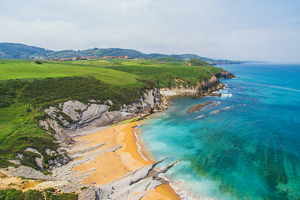 Green coastside Detail of a landscape with clean ocean waters and a beach cantabria stock pictures, royalty-free photos & images