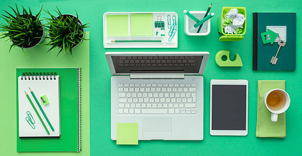 green creative desktop - ordre photos et images de collection