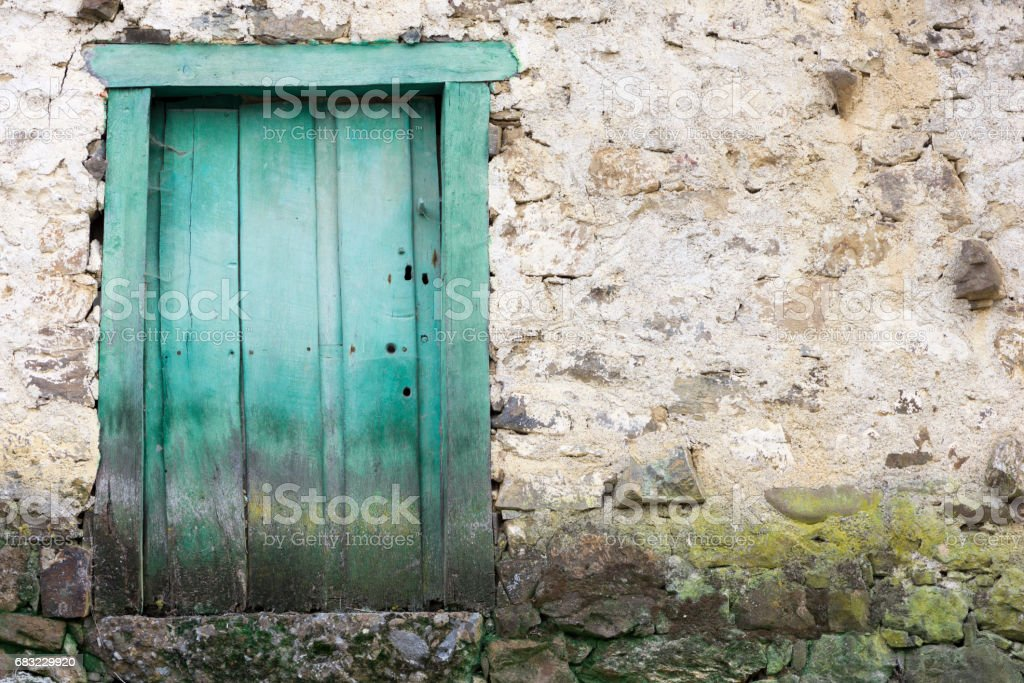 A green door in a village in cantabria royalty-free 스톡 사진