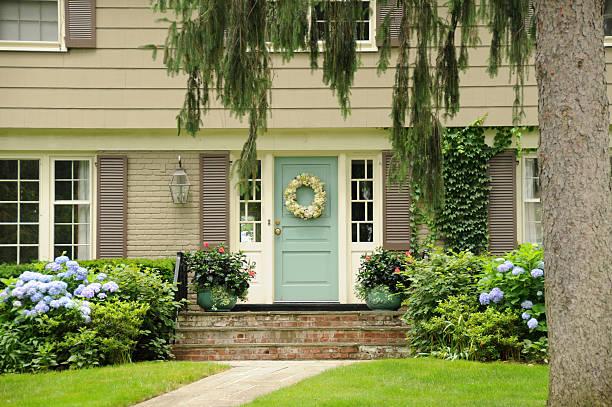 green door - kolonial stock-fotos und bilder