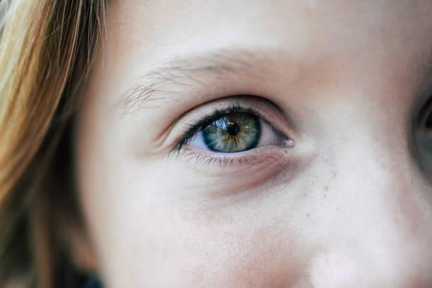 녹색 eyed 여자아이 - 가까운 뉴스 사진 이미지