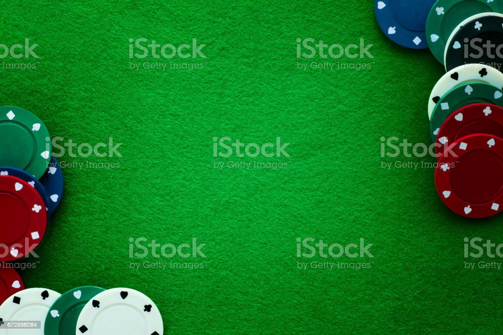 Green felt and playing chips abstract background. - foto stock