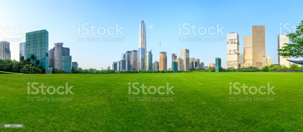 Green grass and modern city skyline scenery in Shenzhen - Royalty-free Ao Ar Livre Foto de stock
