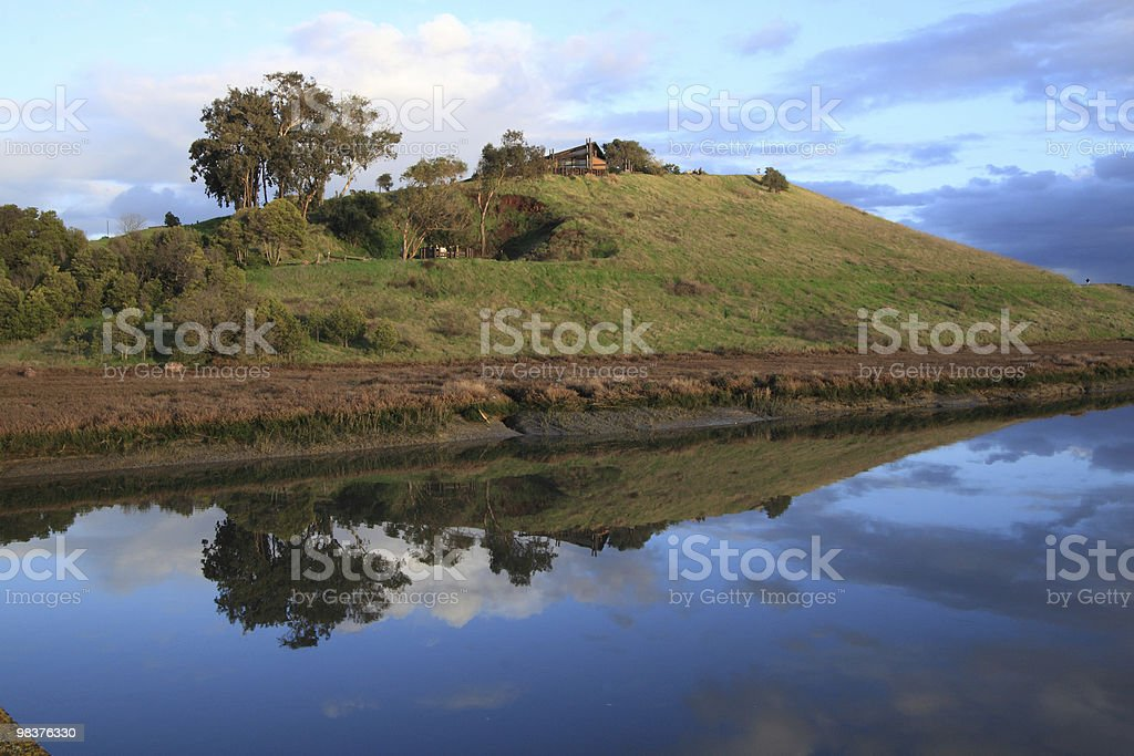 Verde collina riflesso foto stock royalty-free