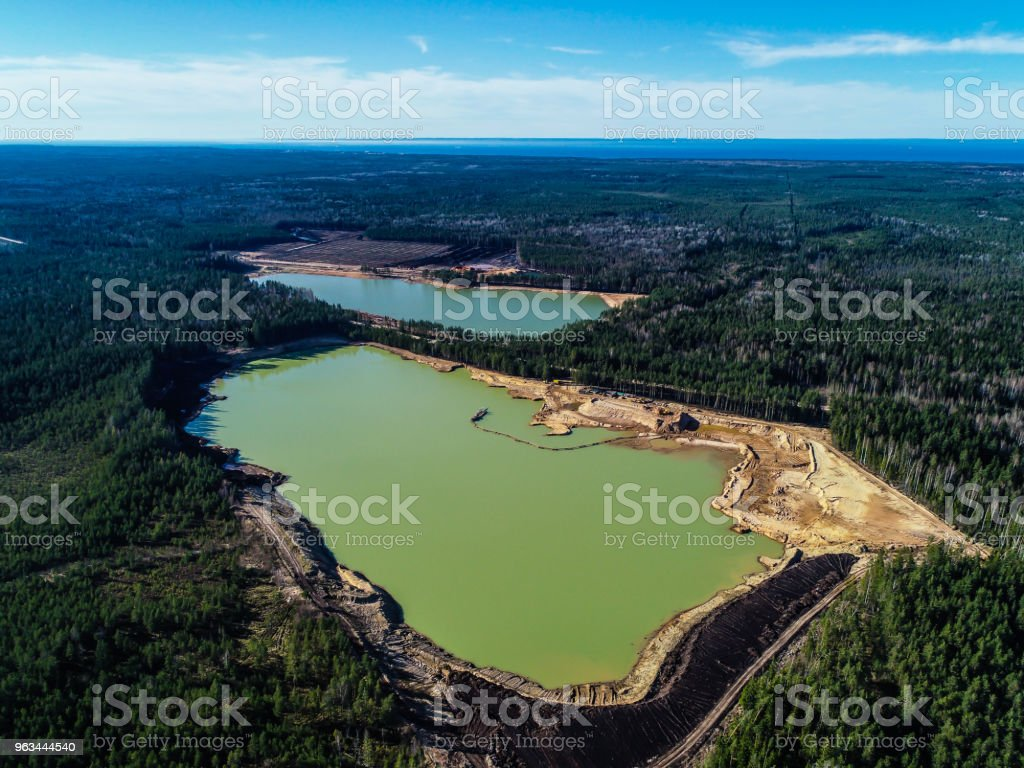 green lake with emerald water in the middle of the forest photo from the height - Zbiór zdjęć royalty-free (Bez ludzi)