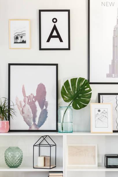grünes blatt im wohnzimmer - vase glas stock-fotos und bilder