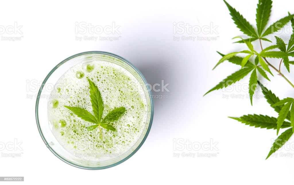 Suco de maconha verde branco foto de stock royalty-free