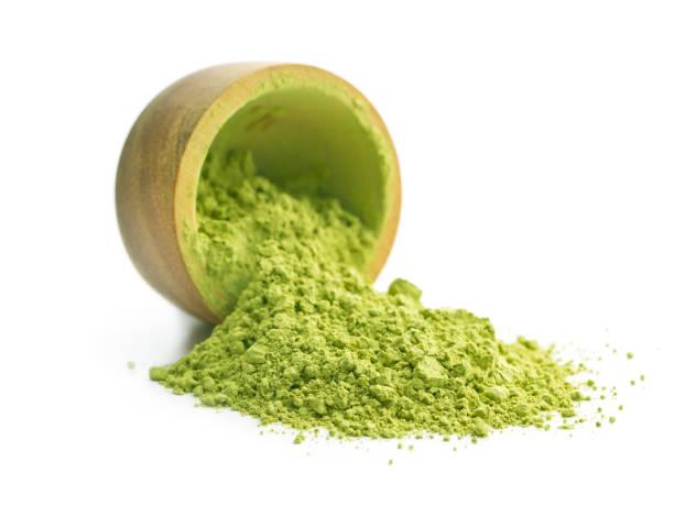 té matcha polvo verde - algas fondo blanco fotografías e imágenes de stock