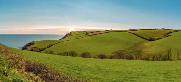 Grüne Wiesen und Hügel in Cornwall – Foto