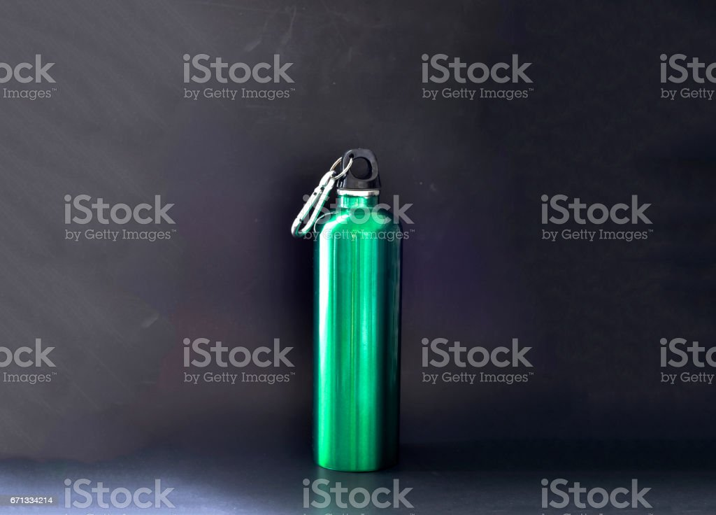 Green metal bottle flask silhouette on black - foto stock