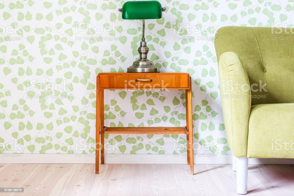 Houten Tafel En Bank.Groen Modern Retro Interieur Met Groene Bank En Vintage Houten