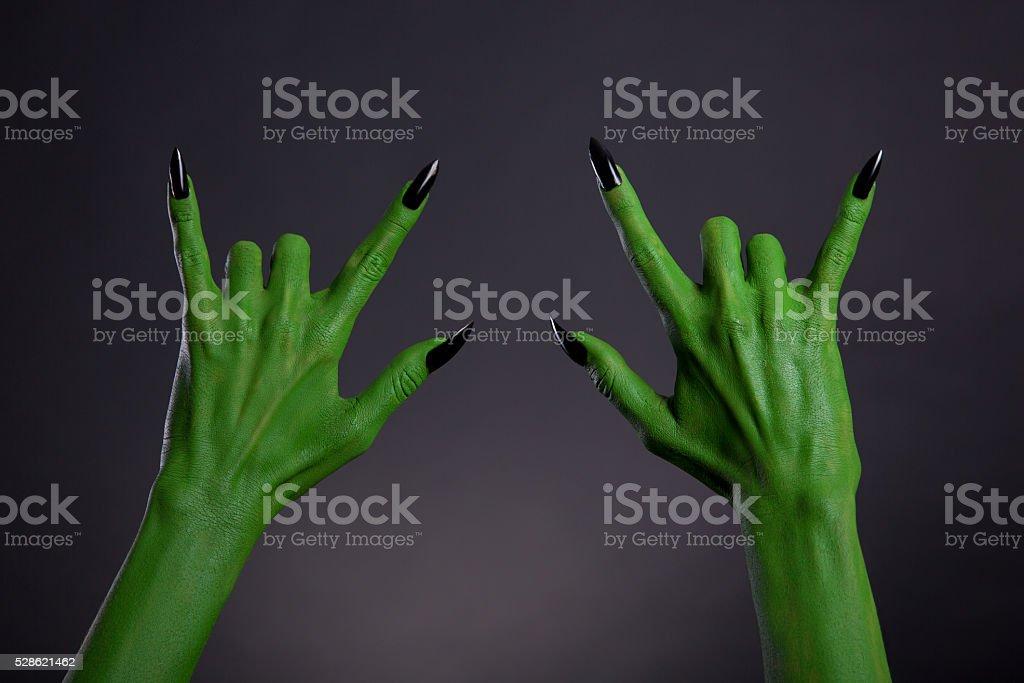 Verde Monster Manos Con Uñas Negro Mostrando Gestos De Metales ...