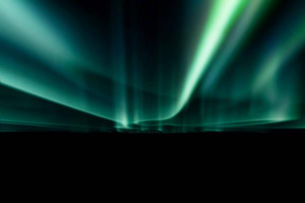 grönt norrsken mot svart bakmark. - northern lights bildbanksfoton och bilder