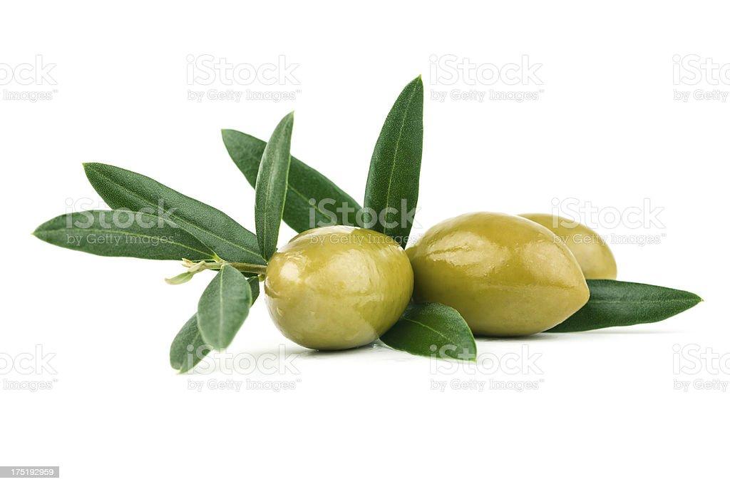 olives avec des feuilles vert - Photo
