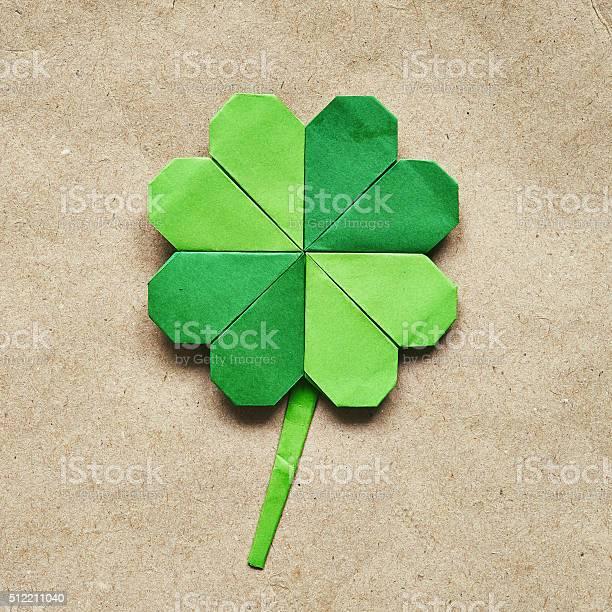 Green origami paper shamrock clover leaf on eco paper background picture id512211040?b=1&k=6&m=512211040&s=612x612&h=r0sfjl4luo7nipm1gpzo7jubsyamwf7qxqtbvgikafu=