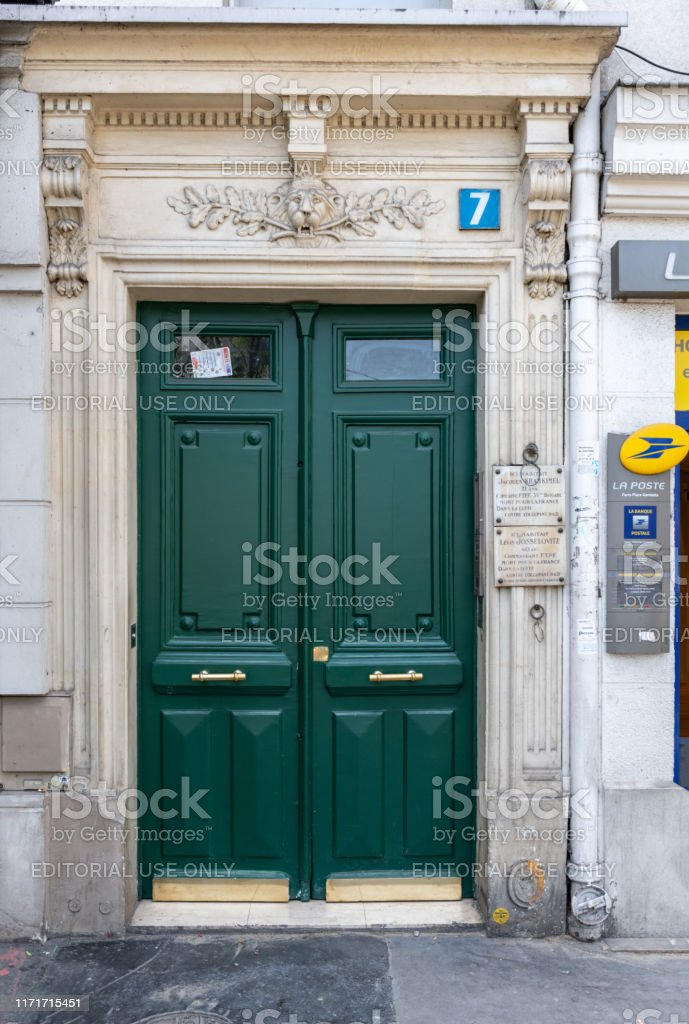 Picture of: Green Painted Wooden Door Under Number 7 And Framed Panels With Shiny Brass Door Handles Antique Building With Memorial Plaques And Sculptural Arch With Lion Head Relief Stock Photo Download Image