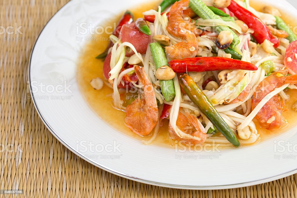 Green papaya salad with dried salted prawn photo libre de droits