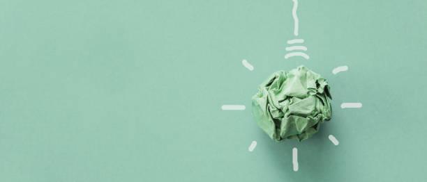 グリーンペーパー電球、企業の社会的責任、責任あるビジネス、環境に優しい、持続可能な生活コンセプト - sustainability ストックフォトと画像
