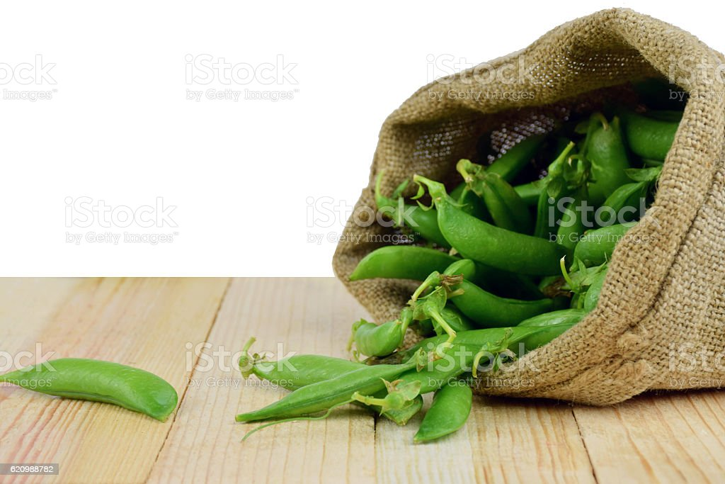 Green peas in the bag. Close-up. Isolated. foto royalty-free