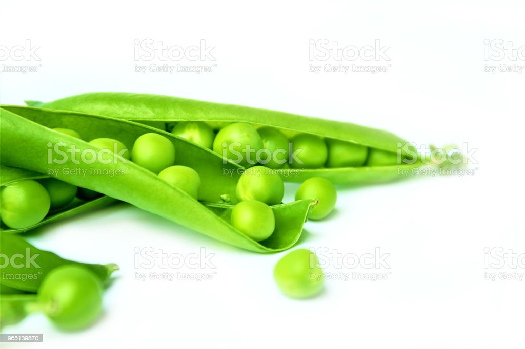Green peas or peas (Latin Písum) cerebral. Ingredient for cooking, raw food and feed. Close-up. zbiór zdjęć royalty-free