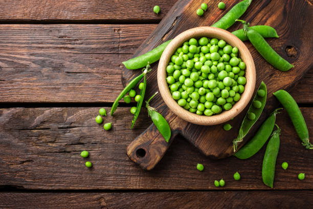 Green peas Green peas plant pod stock pictures, royalty-free photos & images