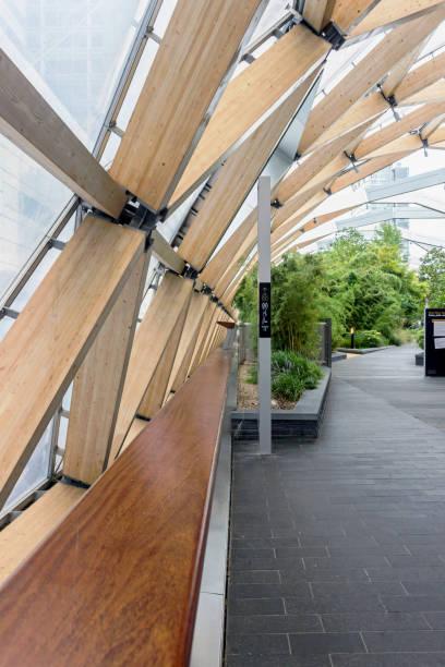 grüne Pflanzen am Crossrail-Platz Dachgarten in Canary Wharf – Foto