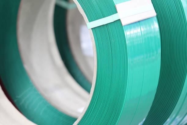 Banda PP verde para embalaje y fijación de caja de cartón - foto de stock