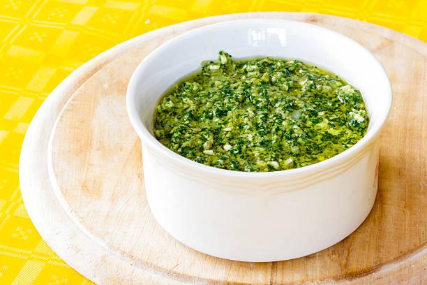 Ugotowany zielony do mięsa Sos – zdjęcie