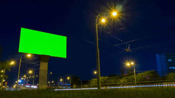 green screen billboard on highway with traffic - led painel imagens e fotografias de stock