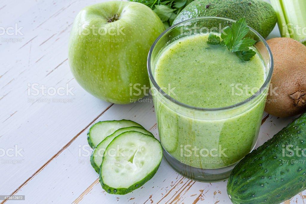 smoothie concombre, pomme kiwi