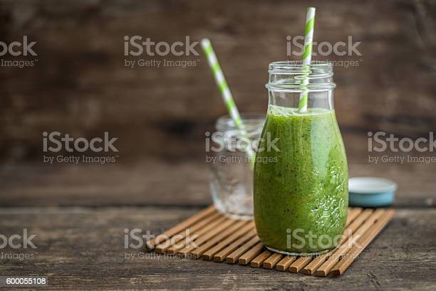 Green smoothie picture id600055108?b=1&k=6&m=600055108&s=612x612&h=94lf6tghn4poiq6otcllzz3c2kshdfbjqsqlpvo5ynu=