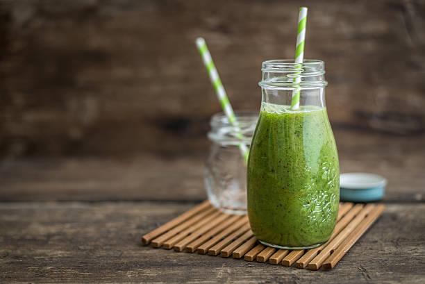 smoothie zielony  - detoks zdjęcia i obrazy z banku zdjęć