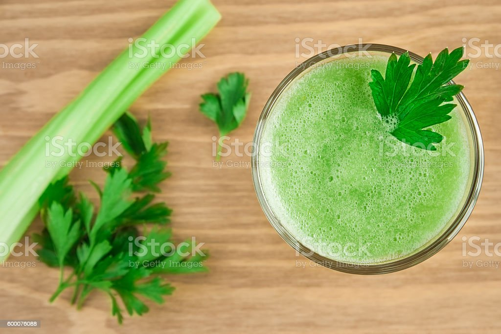 Green smoothie with celery and parsley. - foto de stock