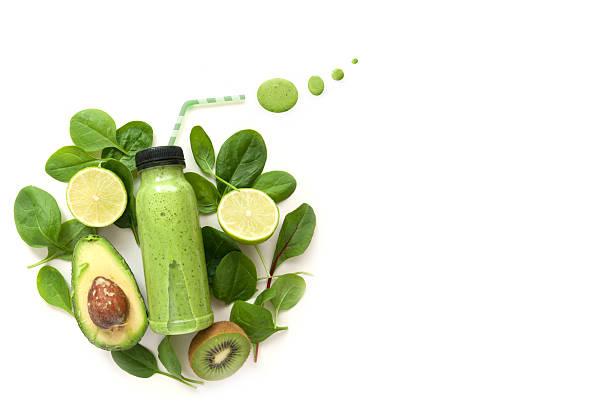 zielony koktajl z przestrzenią - detoks zdjęcia i obrazy z banku zdjęć