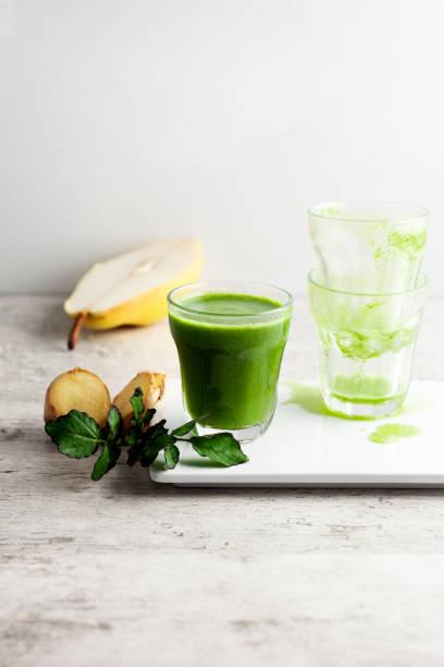 smoothie vert, boisson, antioxydant, detox - cold pressed photos et images de collection