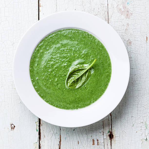 spinat-suppe - spinatsuppe stock-fotos und bilder