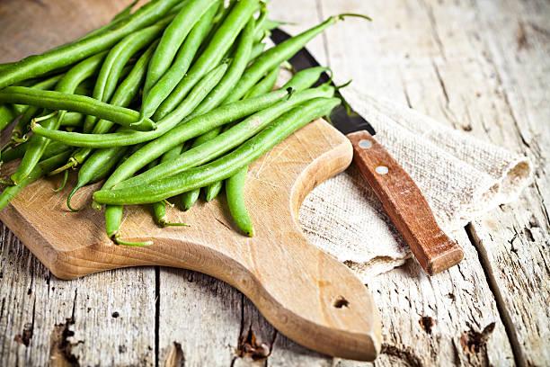 녹색 제거끈 콩 및 나이프 - 그린빈 뉴스 사진 이미지