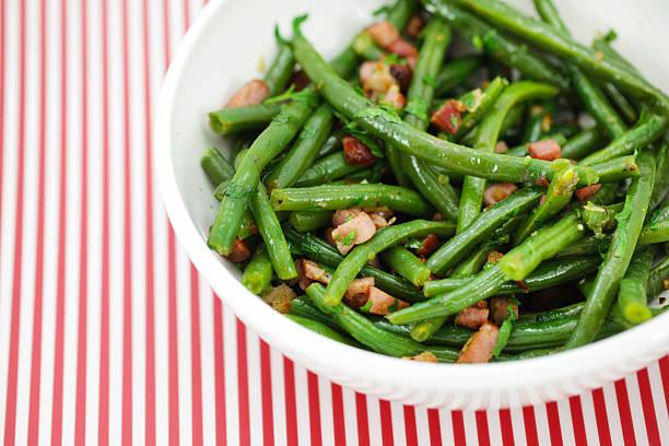 녹색 제거끈 빈 샐러드, 햄, 비네그레트 - 그린빈 뉴스 사진 이미지
