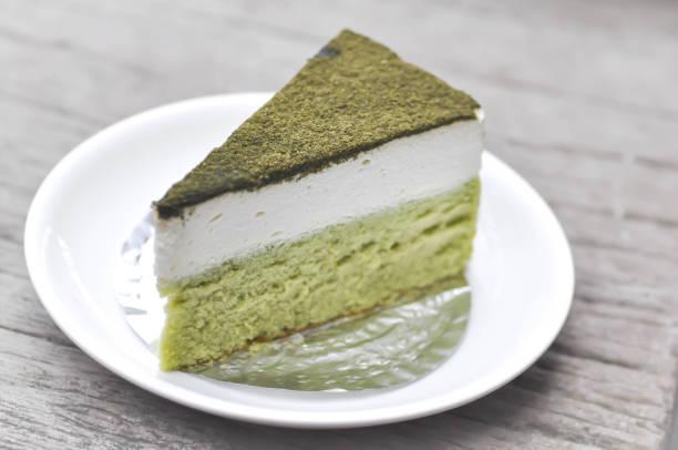 green tea cake - grüntee kuchen stock-fotos und bilder