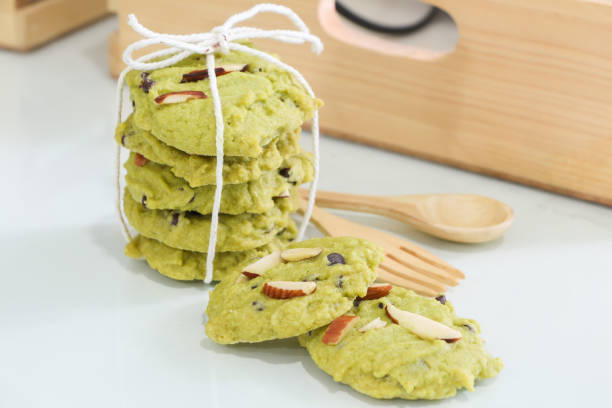 grüner tee-cookies - grüntee kuchen stock-fotos und bilder